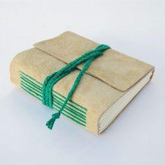 Tenha uma renda extra com esta agenda artesanal, confeccionando-a em várias versões, com cores diferentes.
