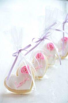 Naschwerk & Co. :: Cakes & Co. - Naschwerk & Co. :: Torten & Co. – Kekse Naschwerk & Co. :: Cakes & Co. Royal Icing Cookies, Sugar Cookies, Pie Co, Royal Icing Flowers, Funfetti Cookies, Cake & Co, Marshmallow Pops, Cookie Designs, Wedding Party Favors