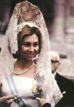 A younger Queen Sofia wearing the traditional Spanish mantilla y peineta. Hope Queen Letizia will wear this traditional look -- soooo Spanish.