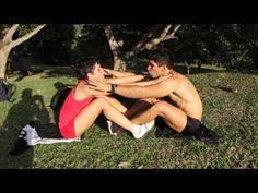 9 abdominales en pareja
