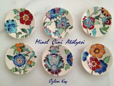 Çay tabakları Hand Painted Pottery, Pottery Painting, Ceramic Painting, Pottery Art, Ceramic Art, Stone Painting, Painted Plates, Ceramic Plates, Plates On Wall