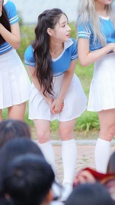 Jin, Cute Korean Girl, Singing In The Rain, Korean Celebrities, Sexy Asian Girls, Sweet Girls, Asian Fashion, Bright Pink, Kpop Girls