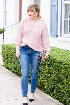 Pink sweater + Pearl jeans outfit idea for spring