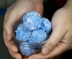 These sparkling DIY solid sugar scrub snowballs are not only a fun way to pamper yourself this winter, but they also make unique DIY Christmas gift ideas for any bath and body lover! These DIY solid sugar scrub snowballs are are pretty straight forward and easy to make. Just give yourself a few hours and you've got the perfect pampering Christmas gift!