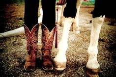 Country girl senior picture boots and horse hooves