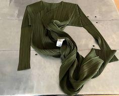 Issey Miyake pleats please jacket, Vintage Issey miyake pattern top, Authentic Issey Miyake geometric top, Issey miyake green long jacket by NUKOBRANDS on Etsy https://www.etsy.com/listing/520016788/issey-miyake-pleats-please-jacket