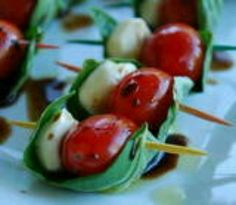 Fresh mozzarella cheese, tomatoes, fresh basil and olive oil - on a stick!!! Love good Italian appetizers