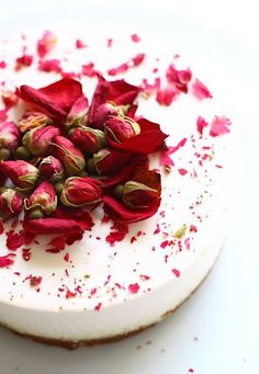 Rosebud decorated cheesecake... almost looks too pretty to eat!
