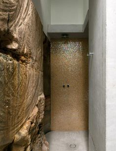Amazing exposed sandstone wall in the Sydney house. Seacliff House by Chris Elliott Architects