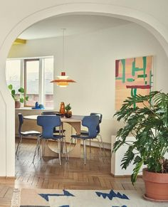Louis Poulsen has always sought, not only to design lamps, but also to shape light and create an atmosphere that makes people feel good. Dining Corner, Dome House, Home Office Decor, Home Decor, Dining Room Lighting, Mid Century House, Mid Century Modern Design, Cozy Living, Lamp Design