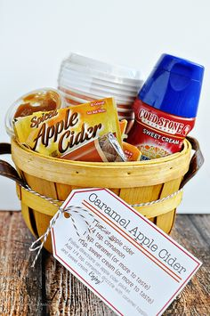 DIY Gifts : Perfect for fall – Caramel Apple Cider Kit with Printables from www. Fall Gifts, Holiday Gifts, Fall Teacher Gifts, Thanksgiving Teacher Gifts, Christmas Gifts For Teachers, Halloween Teacher Gifts, Halloween Gift Baskets, Christmas Games, Thanksgiving Crafts