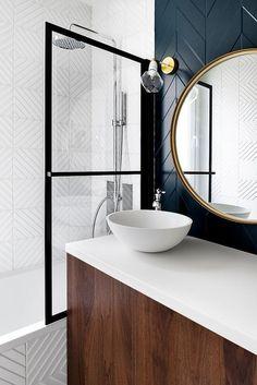 Home Interior Hallway Voici la maison parfaite en photos ! - PLANETE DECO a homes world Bathroom Artwork, Art Deco Bathroom, Downstairs Bathroom, Bad Inspiration, Bathroom Inspiration, Home Interior, Bathroom Interior Design, Estilo Art Deco, Art Deco Home