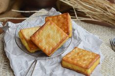 Crackers Isi Tape by Diah Didi's Kitchen Diah Didi Kitchen, Resep Cake, Indonesian Food, Something Sweet, Food Photo, Crackers, Almond, Tape, Recipies