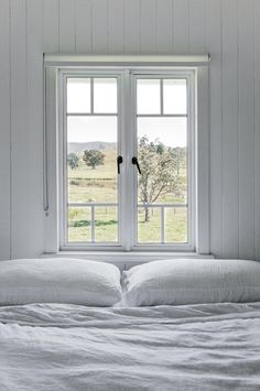 Marnie Hawson, Melbourne interior photographer, for Country Style magazine: Maree Duncombe and Conondale Station, QLD Farmhouse Windows, White Farmhouse, Modern Farmhouse, Country Style Magazine, Country House Interior, White Cottage, Cottage Homes, Farm Cottage, Cheap Home Decor
