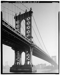 GENERAL VIEW OF BRIDGE FROM MANHATTAN SHORE LINE (Photo by Jet Lowe, 1979) - Manhattan Bridge, Spanning East River at Flatbush Avenue, betwe...