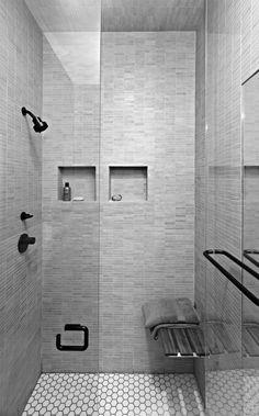 salle de bain carrelage gris, sol en mosaique blanc comment meubler bien une salle de bain chic
