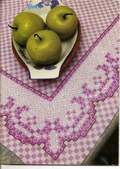 I would do this Chicken Scratch on green gingham. Types Of Embroidery, Vintage Embroidery, Embroidery Patterns, Chicken Scratch Patterns, Chicken Scratch Embroidery, Cross Stitching, Cross Stitch Embroidery, Hand Embroidery, Hardanger Embroidery