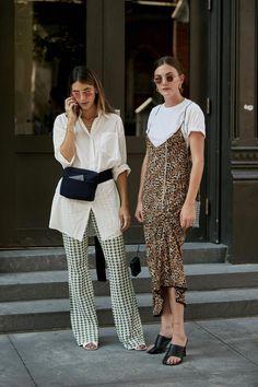 Der beste Street Style der New York Fashion Week - Sommer Outfits New Street Style, Looks Street Style, Street Style Trends, Looks Style, Summer Fashion Street Style, Street Style Women, Mode Outfits, Fashion Outfits, Womens Fashion
