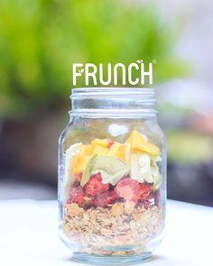 #Parfait de fruta crocante con granola.    #Frunch 🍏 🍓 🍌 🍍 🍒 🍇 🌴 #apple #mango #babana #piña #manzana #pineapple #healthyfood #healthysnack #delicia #fruits #crocante #snacks #healthy #fitnessaddict #fitness #salud #nosugar #glutenfree #healthyfood #driedfruit #strawberry 🍃