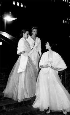 Evelyn Tripp, Sunny Harnett and Dovima in white mink stoles and evening gowns, photo by Gjon Mili, 1946