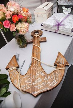 Wedding Ideas: Unique Alternative Wedding Guestbooks - Guestbook Alternative: From the Coast 2 the City