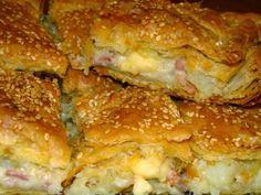 1 πακέτο σφολιάτα 4 πατάτες μέτριου μεγέθους 8 φέτες μπέικον ψιλοκομμένο 1 κρεμμύδι ψιλοκομμένο 2 κ.σ βούτυρο 1 φλ. τσαγιού κρέμα γάλακτος 250γρ διάφορα τυριά τριμμένα που να λιώνουν Λάδι για το άλειμμα των φύλλων Σουσάμι Εκτέλεση: Καθαρίζουμε τις πατάτες, τις πλένουμε και τις βράζουμε Food Network Recipes, Food Processor Recipes, Cooking Recipes, Pie Recipes, Savoury Baking, Savoury Dishes, My Favorite Food, Favorite Recipes, Greek Cooking