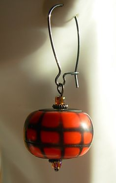 Pumpkin spice.  Beads made from tut by Artybecca (posted on Flickr)
