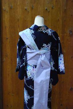 浴衣に合わせた帯結び*   きものショップ 古々屋 Japanese Outfits, Japanese Kimono, Fashion Beauty, Feminine, Elegant, Clothes, Beautiful, Style, Kimonos
