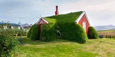 Lindarbakki – a small well-kept turf house