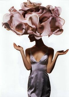 Shalom Harlow - April 1, 1995 - Vogue - Floral creation by milliner Philip Treacy - Dress by Richard Tyler - Photo by Irving Penn