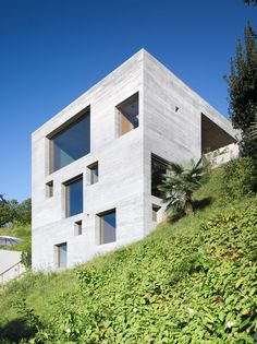 Swiss architectural firm Wespi de Meuron Architekten has designed theNew Concrete House. Completed in 2012, this 1,593 square foot, 3-story contemporary home is situated on a steep slope in Sant'Abbondio, Switzerland.