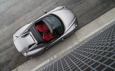 2016 Alfa Romeo 4C Spider –Este carro temmotor de 1.75litros e desempenho de 237HP, fazendo de 0-100 km/h em 4,1 segundos eatingindovelocidade máxima de 257km/h.