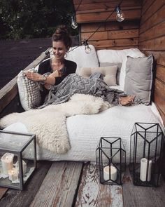 lanterns corner The post Cozy reading area. Lanterns appeared first on garden ideas. Cozy Reading Corners, Cozy Corner, Reading Nook, Cozy Nook, Small Balcony Garden, Small Balcony Decor, Balcony Ideas, Small Patio, Apartment Balcony Decorating