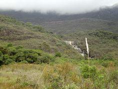 A cachoeira.... ao longe.  Serra do Caraça, Minas Gerais, Brasil