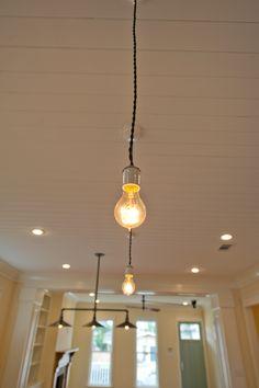 Light bulb pendant with cloth cord