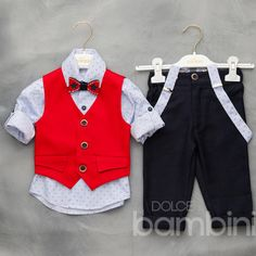 Βαπτιστικά ρούχα για αγόρι κουστούμι της Dolce Bambini κόκκινο μπλε ψάθα. Σικ σετ με παντελόνι, γιλέκο,τιράντες, πουκάμισο και παπιγιόν.