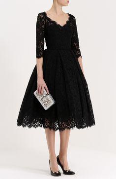 Женское чёрное кружевное платье с укороченным рукавом и пышной юбкой Dolce & Gabbana, сезон FW 16/17, арт. 0102/F6YP6Z/FLM96 купить в ЦУМ | Фото №2