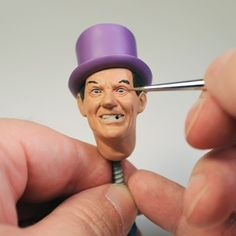 Painting large-scale eyes   Layers of colors focus attention on a Batman villain February 2017 | Finescale Modeler Magazine