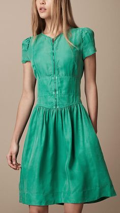 Vintage-inspired. Love the color.