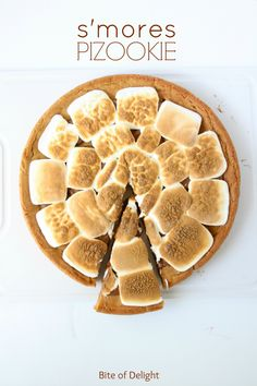 Love smores and cookies? This dessert recipes is easy and delicious for a crowd or party. Love smores and cookies? This dessert recipes is easy and delicious for a crowd or party. Just Desserts, Delicious Desserts, Yummy Food, Pizookie Recipe, Cookie Recipes, Dessert Recipes, Ham Recipes, Cookie Ideas, Dinner Recipes