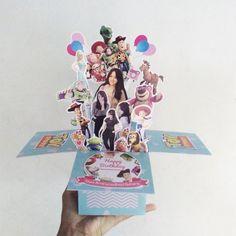 13391103_1025813470801057_2064916985_n Fashion Web Design, Libros Pop-up, Diy And Crafts, Paper Crafts, Pop Up Box Cards, Love Box, Explosion Box, Zine, Happy Birthday