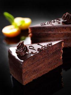 Sacherova torta Slovak Recipes, Czech Recipes, Sweet Desserts, Sweet Recipes, European Dishes, Cream Cake, Gelato, Food And Drink, Cooking Recipes