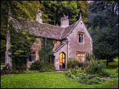 40 Small Rustic Cottage Exterior Design And Ideas Stone Cottages, Cabins And Cottages, Stone Cottage Homes, Cozy Cottage, Cottage Style, Rustic Cottage, Beautiful Buildings, Beautiful Homes, English House