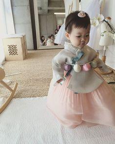 baby | hanbok Korean Traditional Dress, Traditional Fashion, Traditional Dresses, Korean Babies, Asian Babies, Korean Dress, Korean Outfits, Martial, Cute Kids