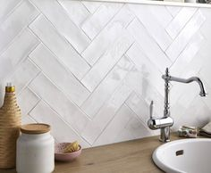 8 regular nutrition recommendations for weight control Decrease the fat for breakfast and head for pulp foods Starting the day with foods that are strong in nutrient content, which … Herringbone Tile, Chevron Tile, Küchen Design, Backsplash, Modern Farmhouse, Tile Floor, Sweet Home, New Homes, The Blanc