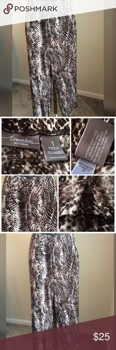 "Traveler's by Chico's Cropped Pants Traveler's by Chico's snake print cropped pants. Elastic waist that measures 30-40"" around the waist. Inseam measures 21"". Small slit on each leg. Excellent condition. Chico's size 1 (8-10) Chico's Pants Ankle & Cropped"