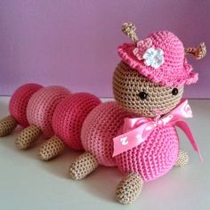 Tuto Amigurumi : La chenille – Tout sur le crochet et les Klicke um das Bild zu sehen. Tuto Amigurumi: The caterpillar – All about the hook and the – Crochet Baby Toys, Crochet Amigurumi, Crochet Food, Cute Crochet, Amigurumi Doll, Amigurumi Patterns, Crochet Animals, Crochet Dolls, Knit Crochet