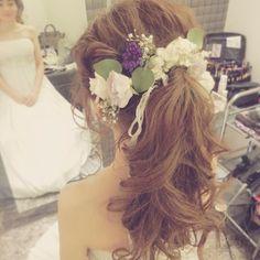 また私のドタイプな新婦様に出会いました 本間に可愛すぎて、今日1日で一生分の「可愛い」って言葉使った!笑 プレゼントまでいただいて…もう泣く~(T_T) #二次会ヘア#二次会#ブライダルヘア #ウェディングヘア#bridal#bridalhair#wedding#weddinghair #weddingstyle#weddingdress#ヘアセット#ヘアアレンジ#ヘアメイク#hairstyle #hairarrange #hairset #hair#結婚式#造花#生花#ミックス#ウェンhair
