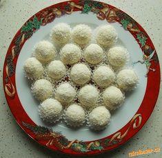 vymazlené domácí raffaello Ornament Wreath, Sugar, Food, Decor, Raffaello, Decoration, Essen, Meals, Decorating