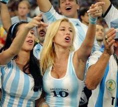 Prepare for the Argentinian hotness in Brazil!) GALLERY: Hot Argentinian Girls @ World Cup 2014 Hot Football Fans, Football Girls, Soccer Fans, Soccer World, Female Football, Soccer Cup, Nfl Cheerleaders, Cheerleading, Swimming Photos